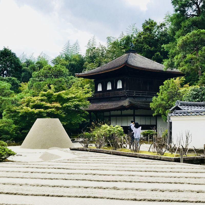 銀閣寺にて日本文化の原点を感じる夏の日