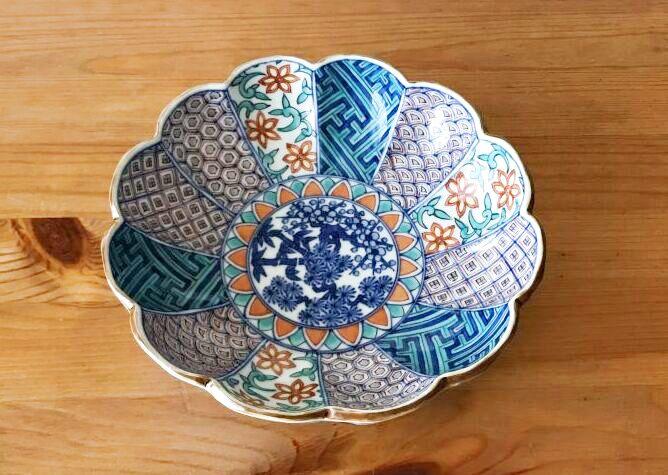 画像1: 京焼・清水焼 鉢 菊型色絵祥瑞松竹梅(きくがたいろえしょんずいしょうちくばい) (1)