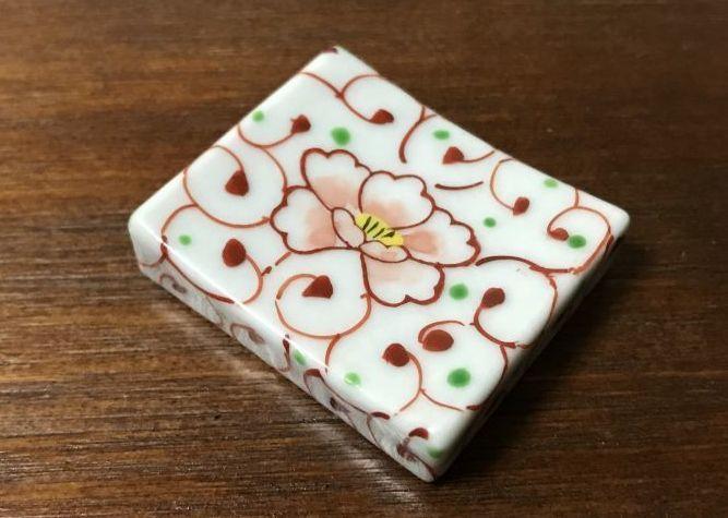 画像1: 清水焼 箸置き(1個) 牡丹唐草(ぼたんからくさ) (1)