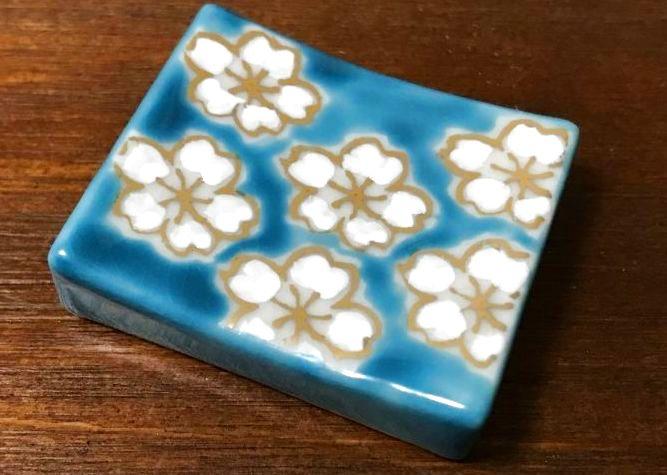 画像1: 清水焼 箸置き(1個) 青濃桜(あおだみさくら) (1)